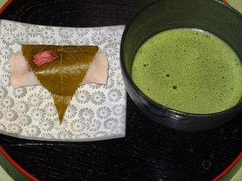 桜餅とお抹茶.jpg
